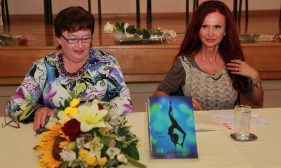 Upoznali smo Živu Kesh autoricu knjige Lajkavica i najdugovječniju striptizetu u Hrvatskoj
